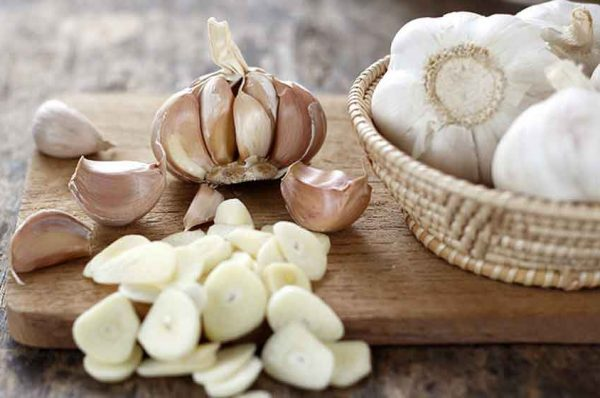 eating garlic at empty stomach